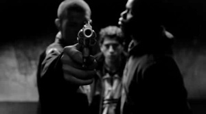 La_Haine_gun_in_face